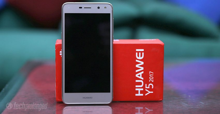 Huawei Y5 2017 Review - Front Screen with Box